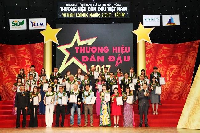 Hacom Holdings đạt Top 50 thương hiệu dẫn đầu Việt Nam 2017
